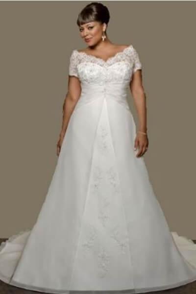db5af872f762 Se vores store udvalg af brudekjoler i store størrelser.