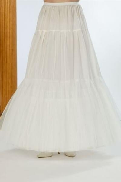 9755d881 Til næsten alle brudekjoler med stor vidde, er det nødvendigt, at have  skørt inden under, for at få kjolen til, at falde rigtigt flot.
